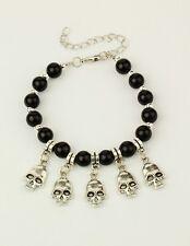 Armband  mit 5 Anhängern Totenkopf, schwarze Glasperlen Skull Schädel gothic NEU