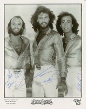 THE BEE GEES SIGNED 10X8 PHOTO, GREAT CLASSIC IMAGE - LOOKS GREAT FRAMED