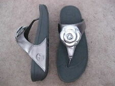 FITFLOP Pewter Thong Flipflop Wedge Sandals with Flower FLORENT 11 M  BRAND NEW