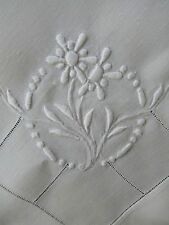 "FINE VINTAGE HEAVILY EMBROIDERED LINEN TEA TABLECLOTH 35"" & 4 NAPKINS"