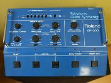 Roland GR-300 Guitar Synthesizer + GK1 Pickup