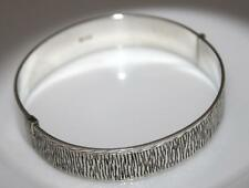 VINTAGE STERLING SILVER ETCHED WIDE PRETTY BANGLE Birmingham 1972 / W 646
