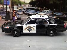 California Highway Patrol Ford Crown VICTORIA 1/64 DIECAST DIORAMA POLICE MODEL