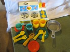 Fisher Price Fun with Food Magic Burner Stove kitchen fry pan cup plate soon set
