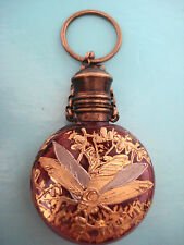 ANTICO 19thC CRANBERRY vetro miniatura PROFUMO BOTTIGLIA Chatelaine INSETTO DORATI