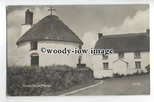 tp9869 - Cornwall - The Thatched Round House & Cottage, at Veryan - postcard