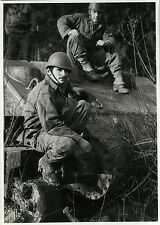 PHOTO ANCIENNE - VINTAGE SNAPSHOT - MILITAIRE CHAR TANK SOLDAT -MILITARY SOLDIER