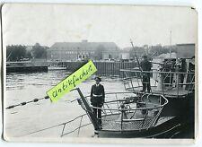 Foto : Deut. U-Boot U-393 bei der Indienststellung im 2.WK