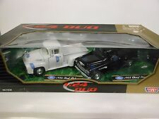 Motor Max Duo 1956 Ford Pickup and 1955 Chevy Stepside (Die-cast - 1:24 Scale)