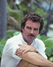 Selleck, Tom [Magnum PI] (24996) 8x10 Photo