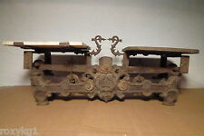alte Waage Küchenwaage Marktwaage Gusseisen mit Köpfen ca. 1880 bis 1900