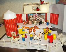 Vintage 1967 Fisher Price Little People Play Farm #915 Barn LOTS of STUFF