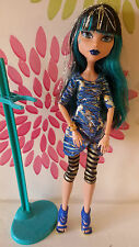 *Monster High Cleo De Nile Picture Day Doll Plus Stand*