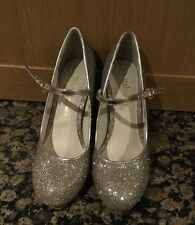 SPARKLY SCHUBAR GOLD SHOES / SIZE 37 /WORN ONCE / GREAT CONDITION