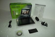 "INSIGNIA 7"" LCD Digital Photo Frame 2GB 16:9 800x480 JPEG SD MMC NS-DPF7G NEW"
