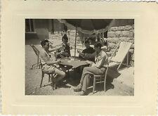 PHOTO ANCIENNE - VINTAGE SNAPSHOT - GROUPE JEU DE CARTES DÉTENTE - PLAYING CARDS