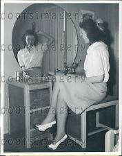 1942 Pretty California Woman Brushes Hair in Prefabricated Home Press Photo