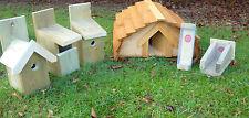 Maison de hérisson & trois oiseaux nichoirs plus deux mangeoires d'oiseaux