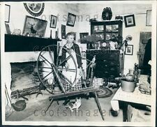 1940 72 Year Old C Ward With Spinning Wheel in Her Cabin w Antiques Press Photo