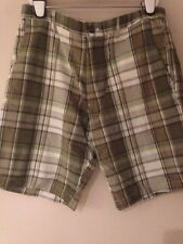 NWT MEN GAP GOLF CASUAL SHORTS GREEN PLAID W36 RELAXED FIT KNEE LENGTH