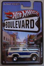 Hot Wheels Boulevard '85 FORD BRONCO 4X4 blue & tan REAL RIDERS Protector Pack