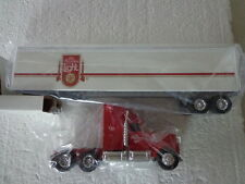 ERTL DIE-CAST 1/64 INTERNATIONAL TRACTOR OLD MILWAUKEE LIGHT BEER TRAILER