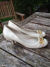 New Look Your Feet Look Gorgeous Gold Beige Vintage Look Court Shoes 7