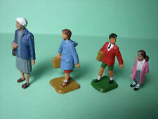 4  FIGURINES   SET 116   DEPART  A  L' ECOLE   VROOM  1/43   A  PEINDRE