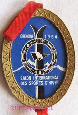 SK1542 -  INSIGNE SALON INTERNATIONAL DES SPORTS D'HIVER - GRENOBLE 1964