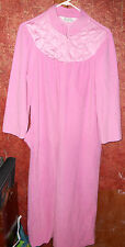 Vanity Fair Robe Size Medium Womens Pink zip up ladies sleepwear intimates sleep