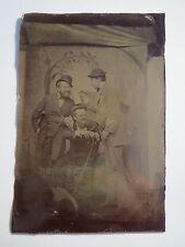 3 Männer mit Hut & Hund vor Kulisse - Bierkrug ... / Ferrotypie
