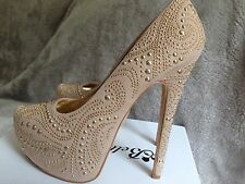 Ladies Belle Women Size 6 Beige Shoes With Gold Studded Pattern. Gorgeous !!
