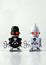 Suck UK - Salt and Pepper Bots - Wind them up and watch them deliver