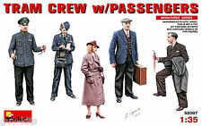 SET DE 5 FIGURINES 'EQUIPAGE DE TRAM AVEC PASSAGERS', KIT MINIART 1/35 n° 38007