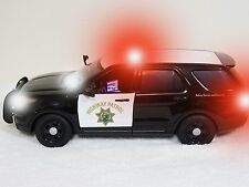 POLICE 1:18 CALIFORNIA HIGHWAY PATROL FORD POLICE PI SUV  WITH WORKING LIGHTS