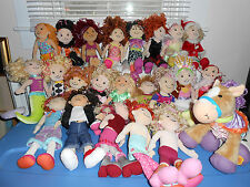 LOT OF 48 GROOVY GIRLS DOLLS HORSE CLOTHES BEDS LAMPS CHAIRS ROOM DIVIDER CUBES