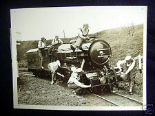 """NICE OLD ORIGINAL REAL PRESS-PHOTO~""""SCHOOLGIRLS DAY OUT WITH THE ENGINES""""~1932"""