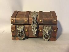 VINTAGE LOCKABLE WOOD PIRATE TREASURE CHEST WITH SHELF JEWELRY MEDIEVAL