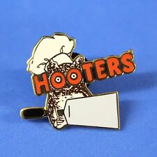 HOOTERS RESTAURANT GRILL COOK STAFF CHEF HOOTIE WITH SPATULA FLIPPING LAPEL PIN