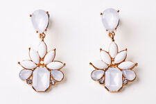 ORIGINAL LOVELY WHITE / GOLD TONE FLOWER FASHION DROP EARRINGS STYLISH (CL21)