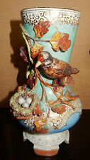 Vase ancien avec décors en relief/nid/oeufs/Antique vase with relief decorations
