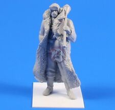 CMK 1/35 Wehrmacht Soldier with Panzerfaust in Winter Clothes 1944 WWII F35238