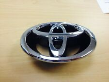 FRONT GRILLE EMBLEM COROLLA 2000 2001 GENUINE TOYOTA OEM NEW AND GENUINE