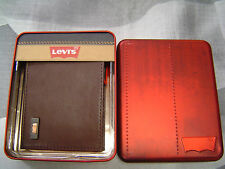 LEVI'S MEN'S METAL BATWING LOGO BIFOLD WALLET BROWN