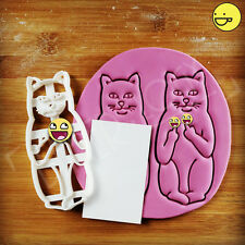 Cat Gives Silent Middle Fingers cookie cutters | Funny Sceptical Pet The Finger