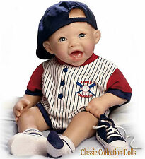 "Ashton Drake ""Michael il piccolo Slugger"" - Realistico BABY doll-new In Stock Ora"