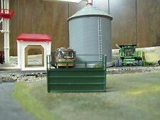 1/64 Custom Scratch-Cast Cattle Short Alley - Green