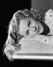Joan Fontaine UNSIGNED photo - C208 - GORGEOUS!!!!!