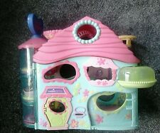 Littlests Pets Play House with Carousel, Spinning Wheel and Bath
