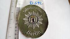 Altes Berliner Schutzpolizei Abzeichen aus den 50er Jahren grün (D592-)